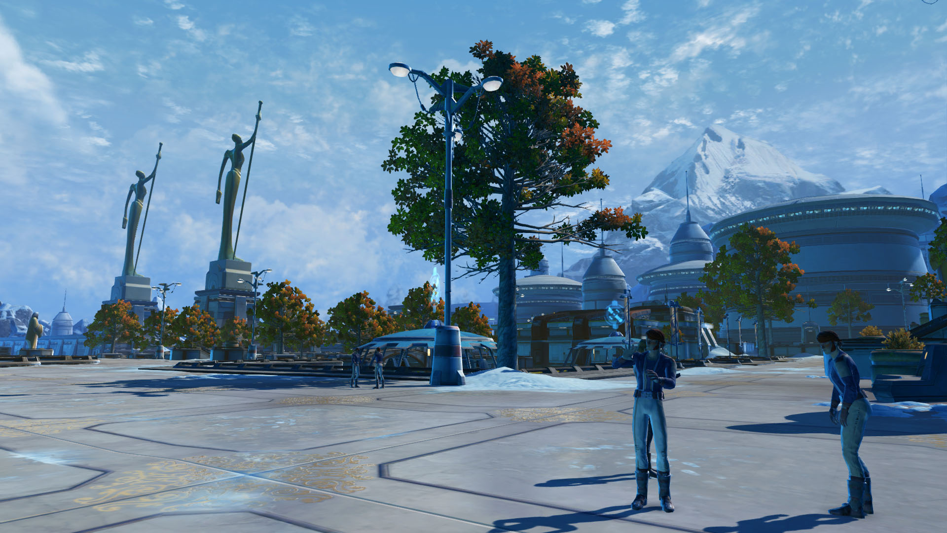 SWTOR screenshot showing the surroundings of House Organa on Alderaan: park like surroundings with chatting nobles, autumn foliaged trees and a statue